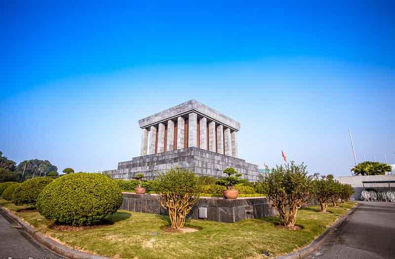 ho-chi-minh-mausoleum-travel-visiit