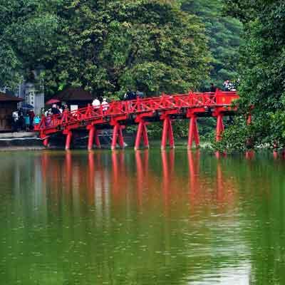 hoan-kiem-lake-travel-visiit